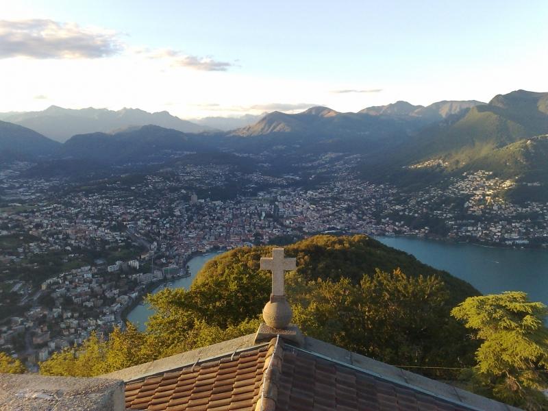 Uitzicht op Lugano vanaf Monte San Salvatore